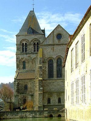Vertus : l'église saint-martin et la pièce d'eau à son chevet