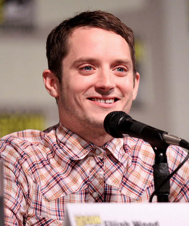 The 36-year old son of father Warren Wood and mother Debbie Wood, 168 cm tall Elijah Wood in 2017 photo