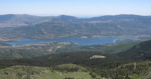 English: Pinilla dam seen from close to El Nev...