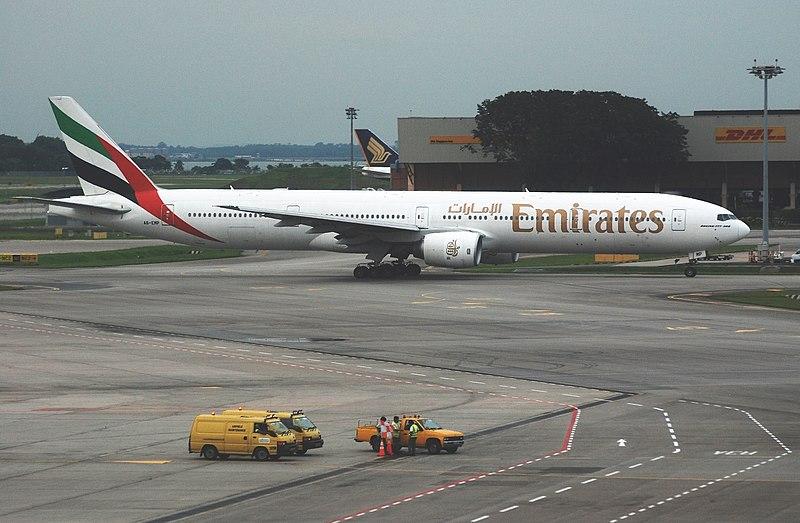 800px-Emirates_Boeing_777-300%2C_A6-EMP%2C_SIN_2.jpg
