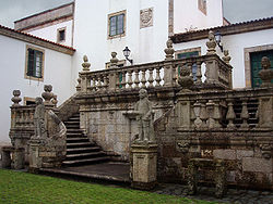 Escalinata posterior Pazo Mariñán II.jpg