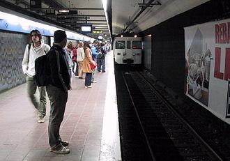 Sant Pau – Dos de Maig (Barcelona Metro) - A view of the station's platforms.