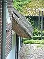 Ewijk (Beuningen, Gld) boerderij Binnenweg 3 detail overstekend rieten dak.JPG