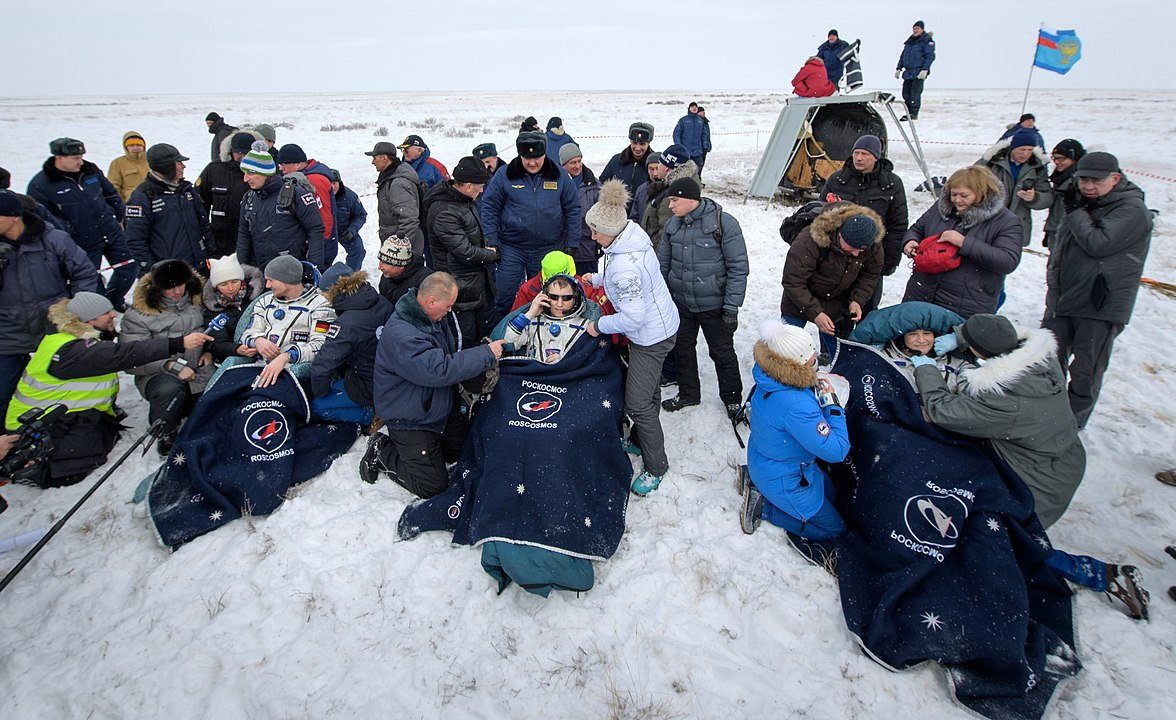 Expedition 57 Soyuz MS-09 Landing (NHQ201812200001).jpg