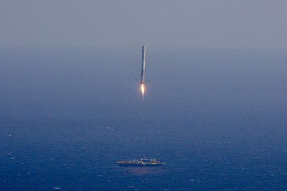 Falcon 9 first stage attempts landing on ASDS after CRS-6 (17170624412, crop).jpg
