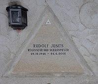 Feuerhalle Simmering - Arkadenhof (Abteilung ALI) - Rudolf Jusits 02.jpg