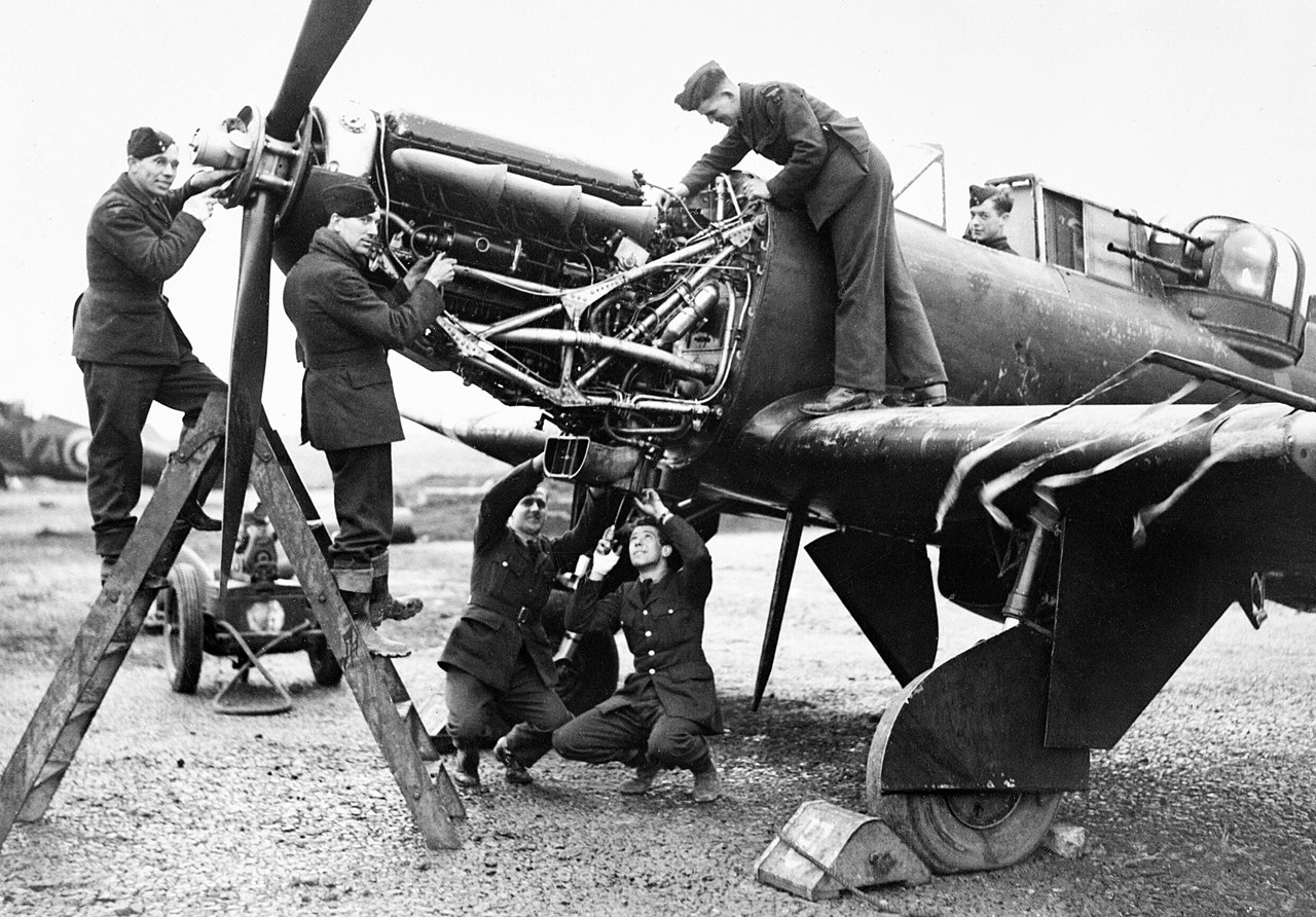 1280px-Fitters_working_on_the_Rolls-Royc