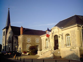 Fleury-les-Aubrais - Town hall and church
