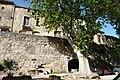 Fontaine et lavoir à Cucuron.JPG