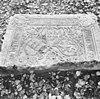 fragment van grafzerk, afkomstig van het voormalig augustijnenklooster mariëndal - arnhem - 20025088 - rce