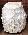 Frammenti in marmo, dal foro di traiano, 98-117 dc ca. 11 capitello.JPG