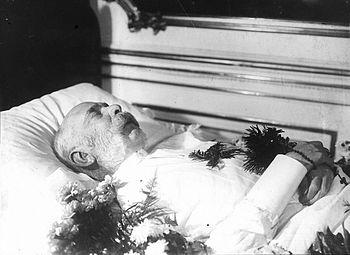 L'imperatore Francesco Giuseppe sul letto di morte