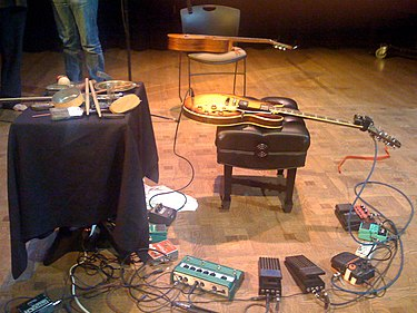 Fred Frith's setup in April 2009. FredFrith's setup April2009.jpg