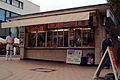 Freistehender Kiosk Liane Korbach am Herrenhäuser Markt Hannover Herrenhausen Gebäude von vorn I.jpg