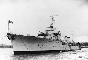 French destroyer Bison - Image: French destroyer Bison at anchor c 1932