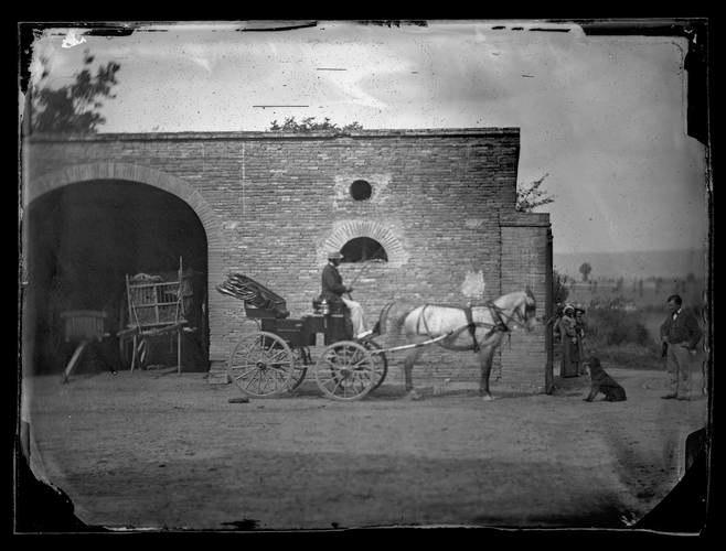 Gémil. Montano sur sa voiture. 1881 (1881) - 51Fi132 - Fonds Trutat