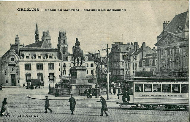 File galeries orl anaises orleans place du martroi for Chambre de commerce orleans