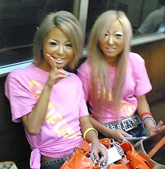 Ganguro - Two Japanese ganguro girls in the subway, August 2006
