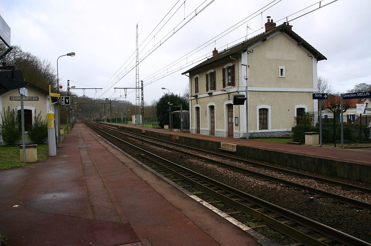 station le coudray montceaux wikipedia. Black Bedroom Furniture Sets. Home Design Ideas