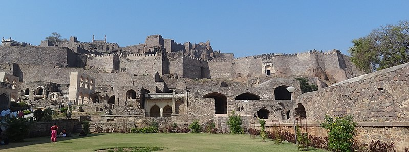 Golkonda Fort By Rupali.patial (Own work) [CC BY-SA 3.0 (http://creativecommons.org/licenses/by-sa/3.0)], via Wikimedia Commons