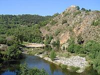 Goudet, la Loire au pied du château de Beaufort.JPG