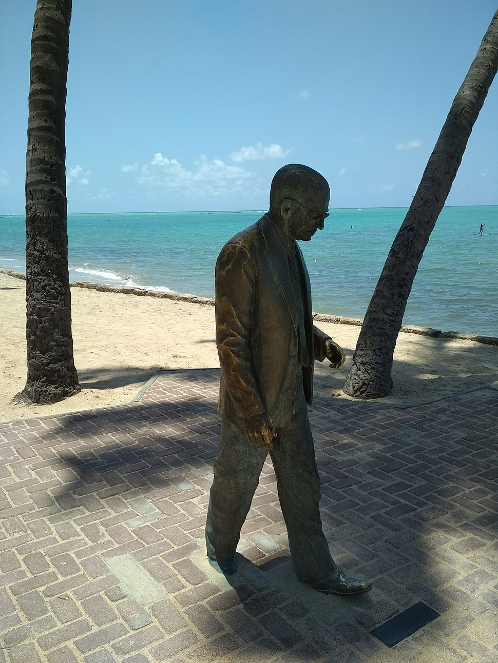 Graciliano Ramos statue