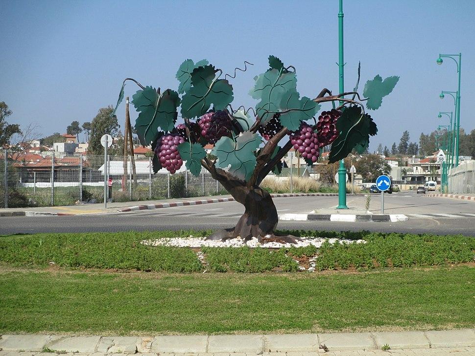 Grapevine sculpture in Hadera