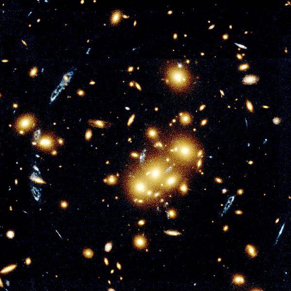 علوم الفلك وأنواعها 600px-Grav.lens1.arp.750pix