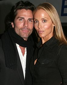 Greg Lauren and Elizabeth Berkley (cropped).jpg