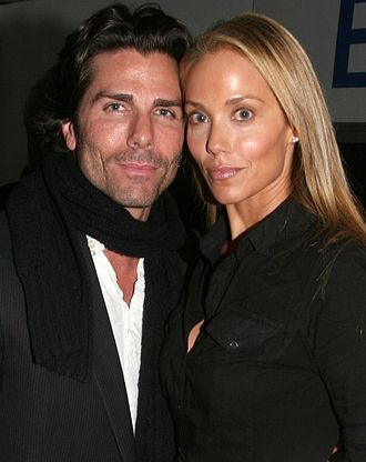 Elizabeth Berkley - Berkley with her husband Greg Lauren in 2008
