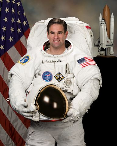 Astronaut Gregory E. Chamitoff, ISS 17/18 flight engineer, NASA photo (15 November 2007)Source: Wikipedia (spaceflight.nasa.gov killed 25 Feb 2021) 384px-Gregorychamitoffv2.jpg