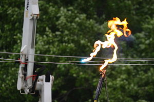 Ameren power demonstration - 1700 volts hittin...
