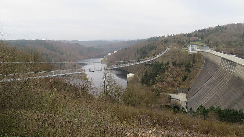 File:Hängeseilbrücke Rappbodetal von Westen aus gesehen.jpg