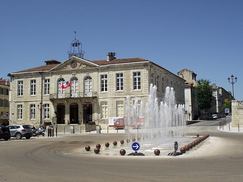 File:Hôtel de Ville d'Auch (Gers, France).JPG