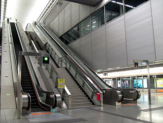 Kowloon Station (MTR) - The long escalator