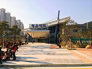 Sinhaeundae Station - Image: Haeundae Station 20131207 144657
