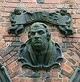 Hamburg Auferstehungskirche Barmbek Lutherplastik.jpg