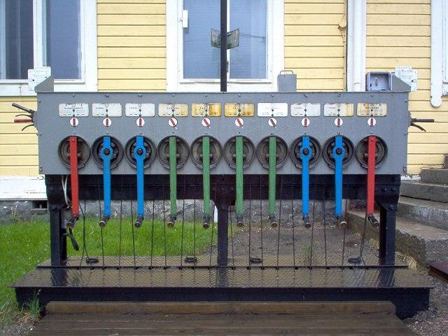 Hand-operated crank-type points-machine at Sukeva, Finland