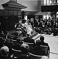 Het koninklijk paar bij de buitengewone vergadering der Staten in het stadhuis v, Bestanddeelnr 252-3631.jpg