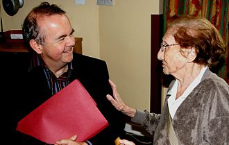 Ian Hislop - Hislop chatting with a resident at Nightingale House, Wandsworth Common, London, 2008