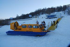 Hivus-10 hovercraft working at Nizhniy Novgorod-Bor crossing winter.jpg