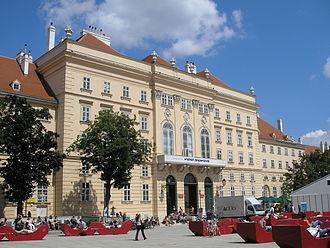 Museumsquartier - Image: Hofstallung Vienna June 2006 253