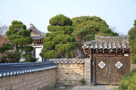 House in Hahoe Village, South Korea.jpg