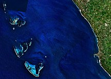 North Island-Geography-Houtman Abrolhos and adjacent coast