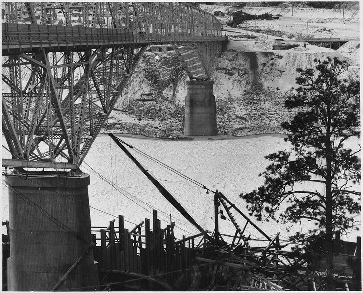 File:Ice conditions in the Columbia River under highway bridge. Pier No. 2 and a portion of circular steel caisson appear... - NARA - 294245.tiff