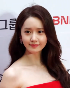Im Yoona at the Buil Film Awards red carpet on October 4, 2019 (2).png
