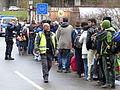 Immigranten beim Grenzübergang Wegscheid (22494902233).jpg