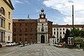 Ingresso della Università Cattolica di Milano visto da piazza Sant'Ambrogio.jpg
