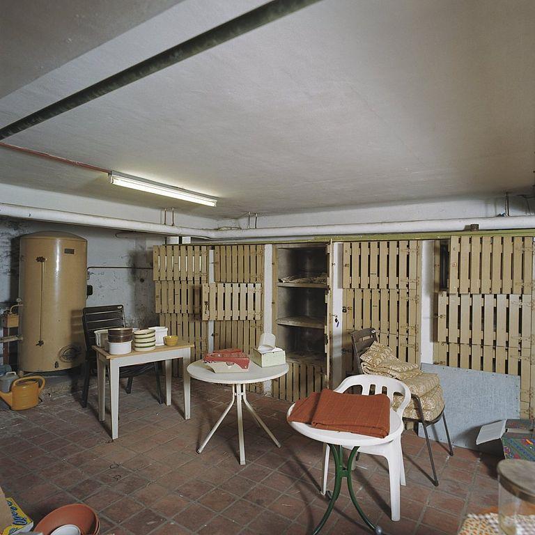 Bestand:Interieur, overzicht wijnkelder - Tilburg - 20355929 - RCE ...