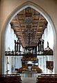 Isny Nikolaikirche Blick vom Chor ins Kirchenschiff.jpg